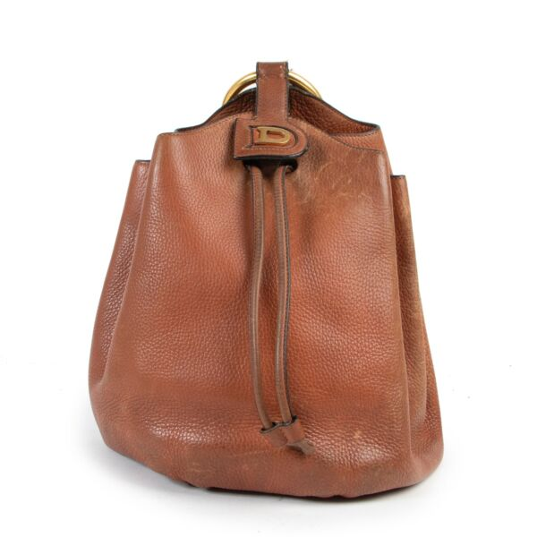 Safely purchase a used one Delvaux cognac Bucket Shoulder bag. Buy online in a reliable way a Delvaux cognac Bucket Shoulder bag. Buy in a safe site and easy way a Delvaux cognac Bucket Shoulder bag