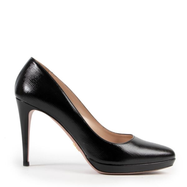 Prada Black Saffiano Leather Pumps for sale at Labellov secondhand luxury in Antwerp Belgium