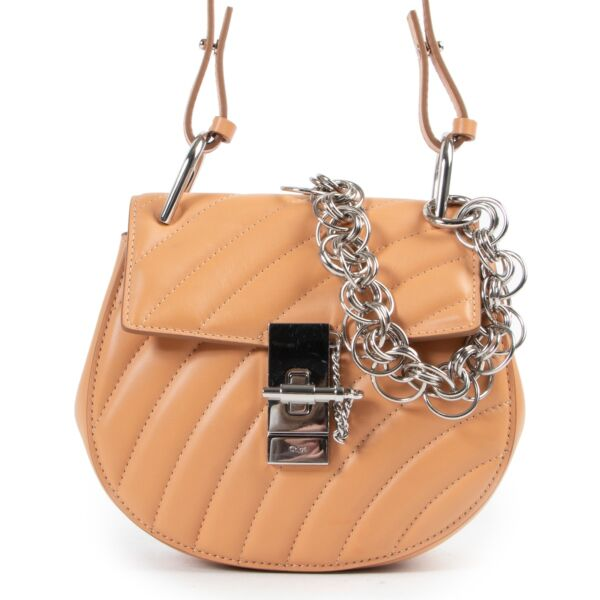 Buy authentic secondhand Chloé bags at Labellov vintage fashion webshop for the lowest price. Koop authentieke tweedehands Chloé tassen bij Labellov vintage mode webshop aan de laagste prijs.
