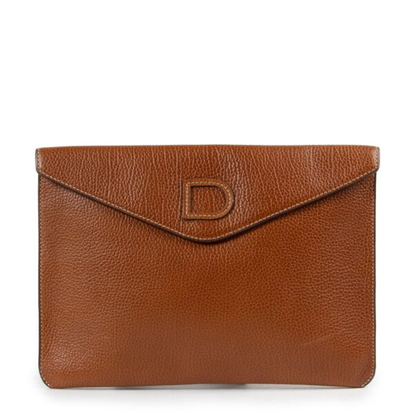 Shop safe online 100% authentic Delvaux cognac clutch in good preloved condition, Beautiful preloved cognac clutch, Preloved Delvaux clutch in a lovely preloved condition.