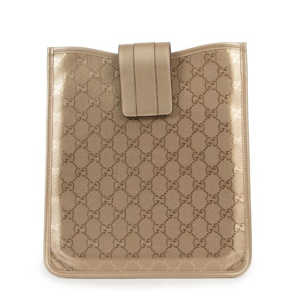 Shop safe online 100% authentic second hand Gucci Gold Monogram Canvas Ipad Case in very good condition at the right price at Labellov in Antwerp.