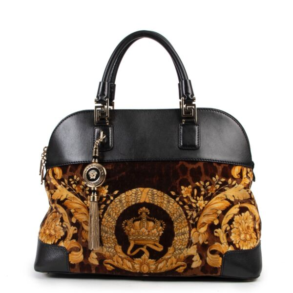 Shop safe online 100% authentic second hand Versace Velours Printed Shoulder Bag in very good condition at the right price at Labellov in Antwerp.
