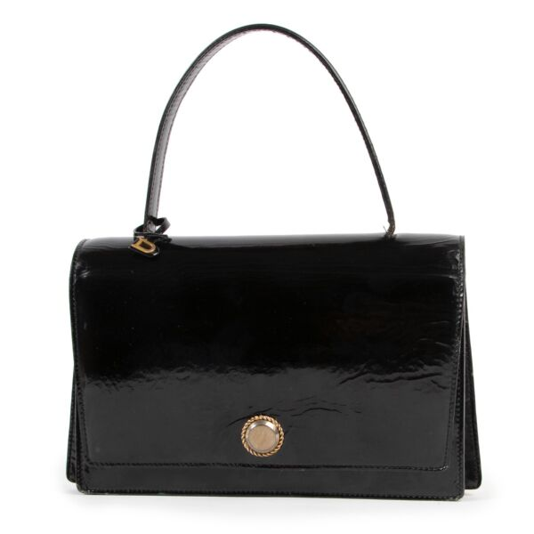 Buy and sell your designer items at Labellov in Antwerp such as this Delvaux Black Patent Leather Top handle for a fair price and in preloved condition.