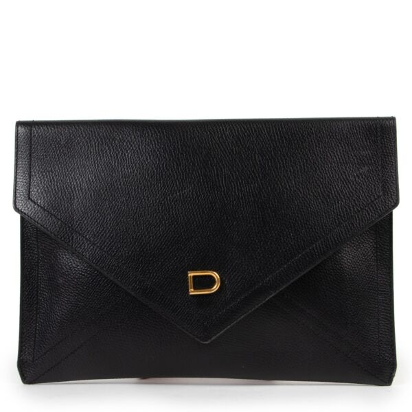 Buy these Delvaux Black Clutch D for a reasonable price at Labellov online or in store. Koop deze Delvaux Black Clutch D voor een redelijke prijs bij Labellov online of in de winkel.