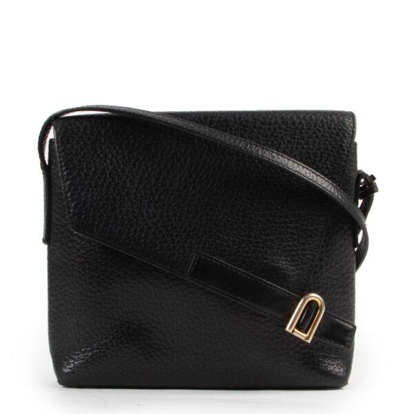 Buy these Delvaux Black Leather Crossbody for a reasonable price at Labellov online or in store. Koop deze Delvaux Black Leather Crossbody voor een redelijke prijs bij Labellov online of in de winkel.