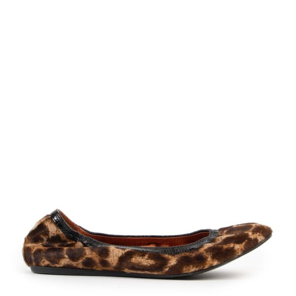 Shop safe online at Labellov in Antwerp these 100% authentic second hand Lanvin Leopard Printed Flats - Size 41