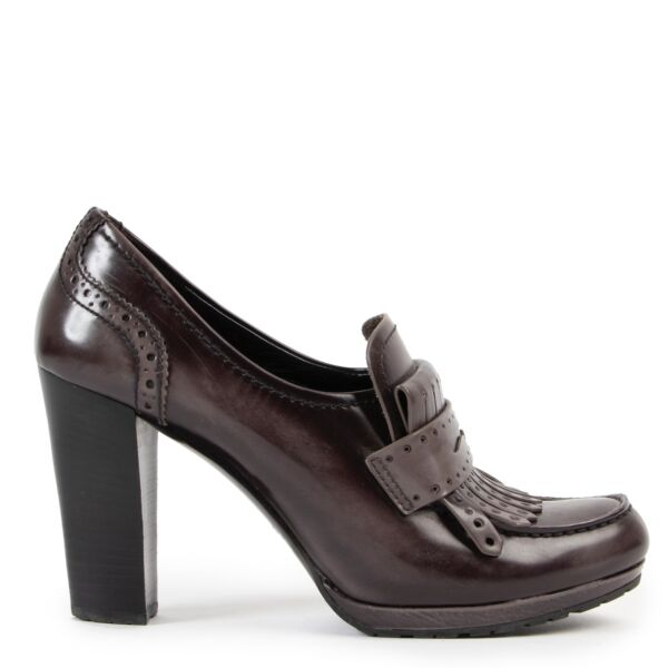 Shop safe online at Labellov in Antwerp this 100% authentic second hand Prada Taupe Leather Pumps - Size 38,5