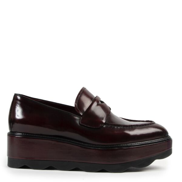 Shop safe online at Labellov in Antwerp this 100% authentic second hand Prada Purple Platform Brogues - Size 39,5
