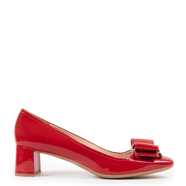 Shop safe online at Labellov in Antwerp this 100% authentic second hand Prada Red Patent Bow Heels - Size 39