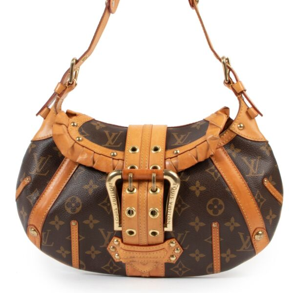 Buy and sell your designer items such as this Louis Vuitton Leonor Monogram Shoulder bag available online or in store at Labellov in Antwerp.