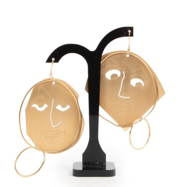 Shop safe online 100% authentic second hand JW Anderson Gold Face Earrings in very good condition at Labellov in Antwerp.