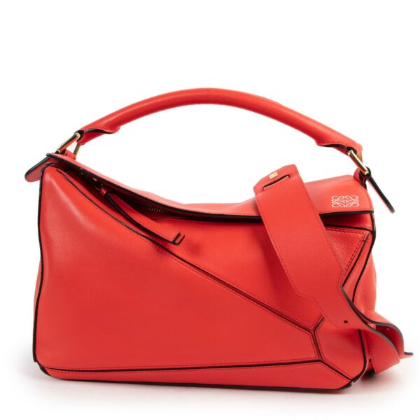 Shop safe online 100% authentic second hand Loewe Red Puzzle Crossbody Bag in very good, as new condition at the right price at Labellov in Antwerp.