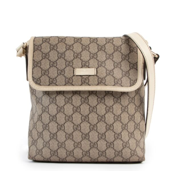 shop and sell authentic vintage second hand Gucci GG Supreme Messenger Bag at Labellov for the best price