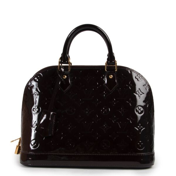 Shop safe online at Labellov in Antwerp this 100% authentic Louis Vuitton Vernis Amarante Alma PM in very good condition.