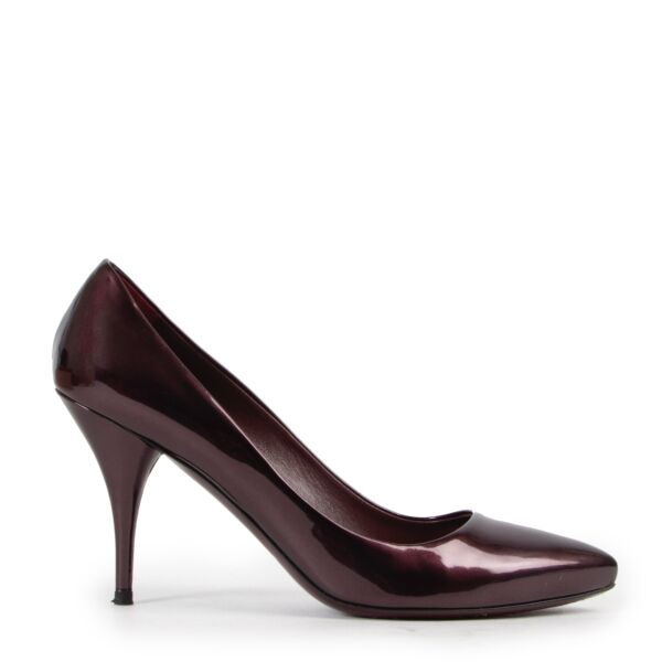 Shop safe online 100% authentic second hand Miu Miu Purple Patent Leather Pumps in very good condition at Labellov in Antwerp.