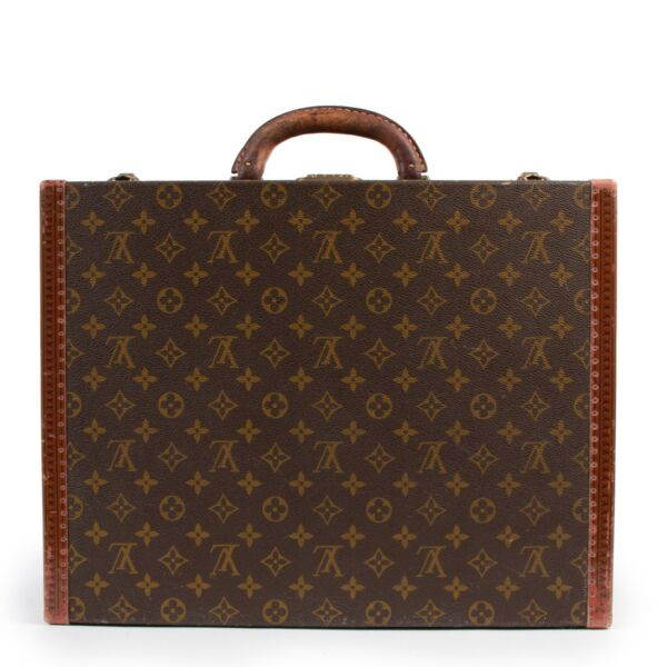 Shop safe online at Labellov in Antwerp this 100% authentic second hand Louis Vuitton Monogram Travel Case
