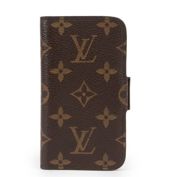Shop safe online at Labellov in Antwerp this 100% authentic second hand Louis Vuitton Monogram iPhone SE Case