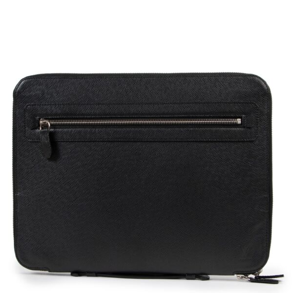 Shop safe online at Labellov in Antwerp this 100% authentic second hand Louis Vuitton Black Taiga Leather Briefcase