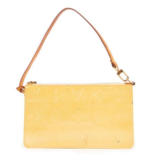 Shop safe online at Labellov in Antwerp this 100% authentic second hand Louis Vuitton Yellow Monogram Vernis Lexington Pochette
