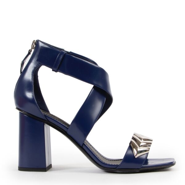 Shop safe online at Labellov in Antwerp this 100% authentic second hand Louis Vuitton Blue Leather Heels - Size 37,5