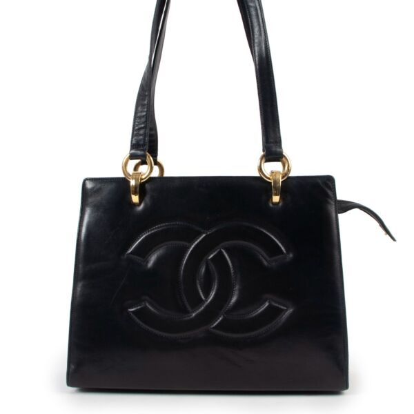 shop authentic Chanel Blue Shoulder bag at Labellov for the best price