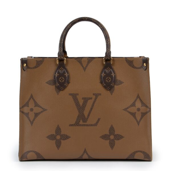 Shop safe online at Labellov in Antwerp this 100% authentic second hand Louis Vuitton Monogram Onthego MM Reverse Giant Cabas