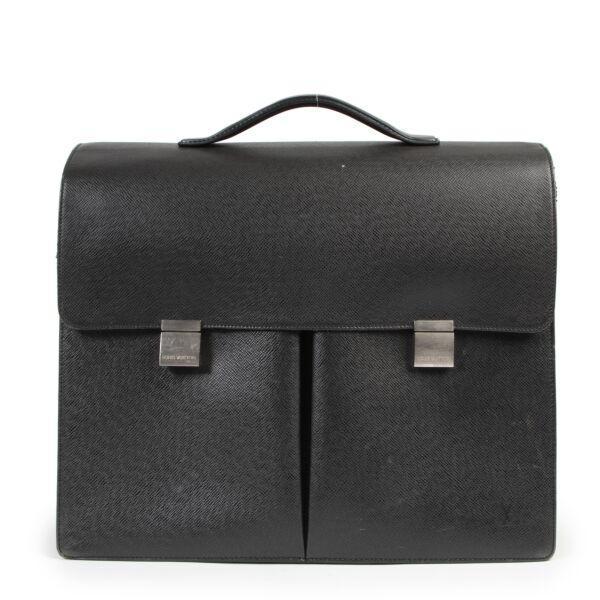 Bent u op zoek naar een authentieke Louis Vuitton Taiga Khazan Briefcase