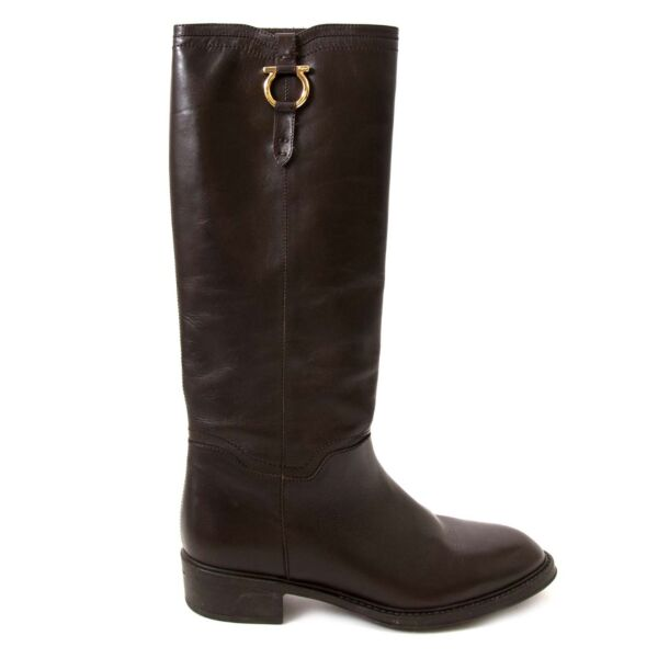 Shop safe online at Labellov in Antwerp this 100% authentic second hand Salvatore Ferragamo Robespierre Gancini Riding Boots - size 37.5