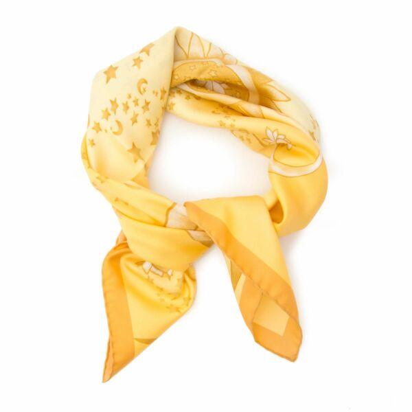 Prachtige zijden sjaal van Salvatore Ferragamo met maan en sterren