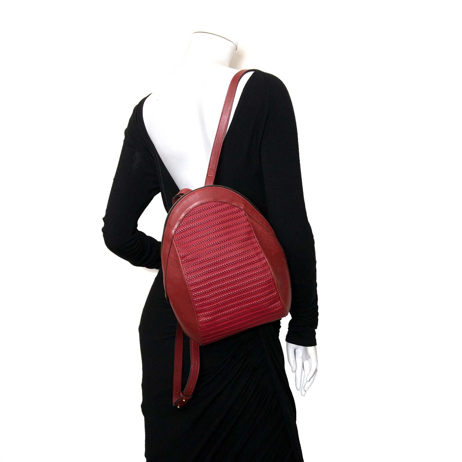 Koop authentieke Delvaux rugzakken bij Labellov vintage mode webshop