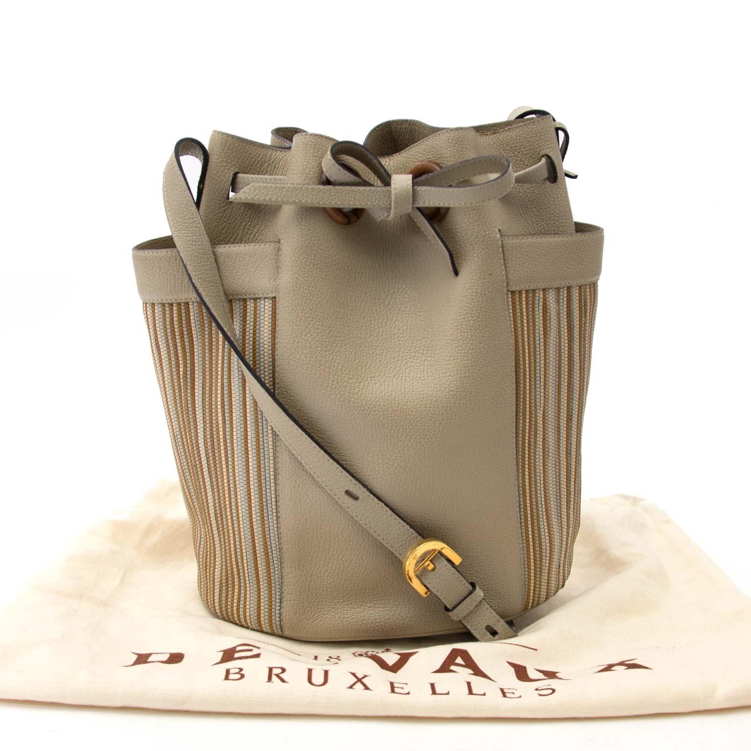 ab5641576d3 ... sale online at Labellov Antwerp secondhand Delvaux Beige Leather and  Toile de Cuir Bucket Bag te koop