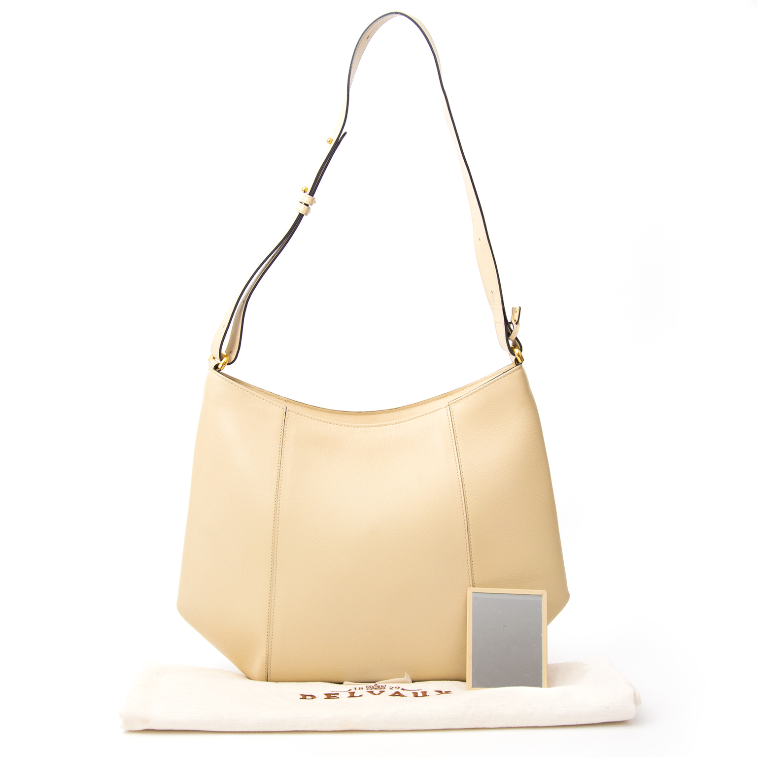 Delvaux Shoulder Bag  Buy authentic Delvaux handbags on LabelLOV vintage webshop for the right price. Safe and secure online shopping.