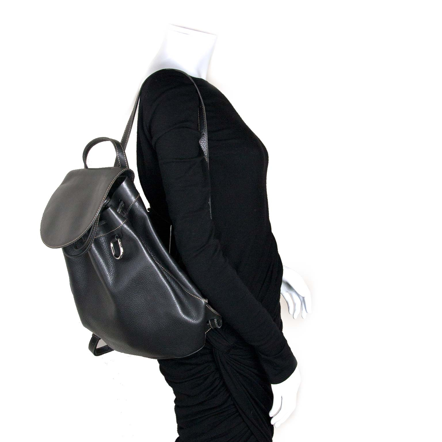 Deux De Delvaux Black Leather Backpack outfit styled for the best price at Labellov