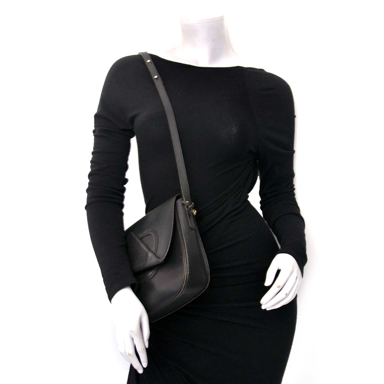 Delvaux Black Textured Leather Saddle Flap Bag Buy authentic designer Delvaux secondhand bags at Labellov at the best price. Safe and secure shopping. Koop tweedehands authentieke Delvaux tassen bij designer webwinkel labellov.