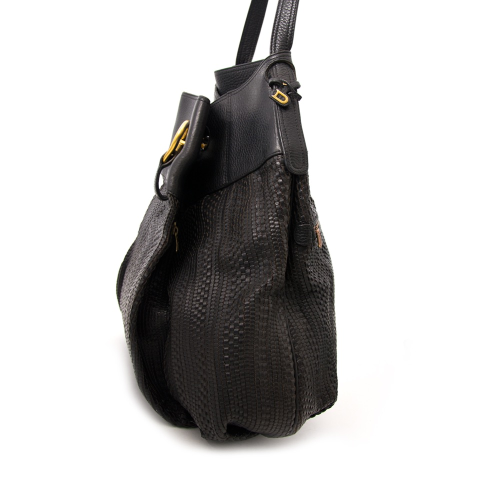 Buy the beautiful Delvaux Black 'Toile de Cuir' Shoulder Bag now online or in Antwerp at LabelLOV, one of the best webshops when it comes to luxury designer bags, worldwide shipping.