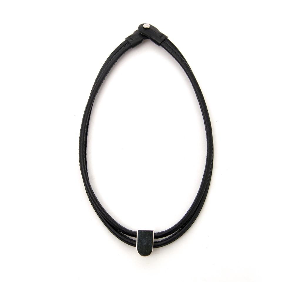koop veilig online aan de beste prijs acheter en ligne comme neuf Delvaux Black Necklace pour le meilleur prix