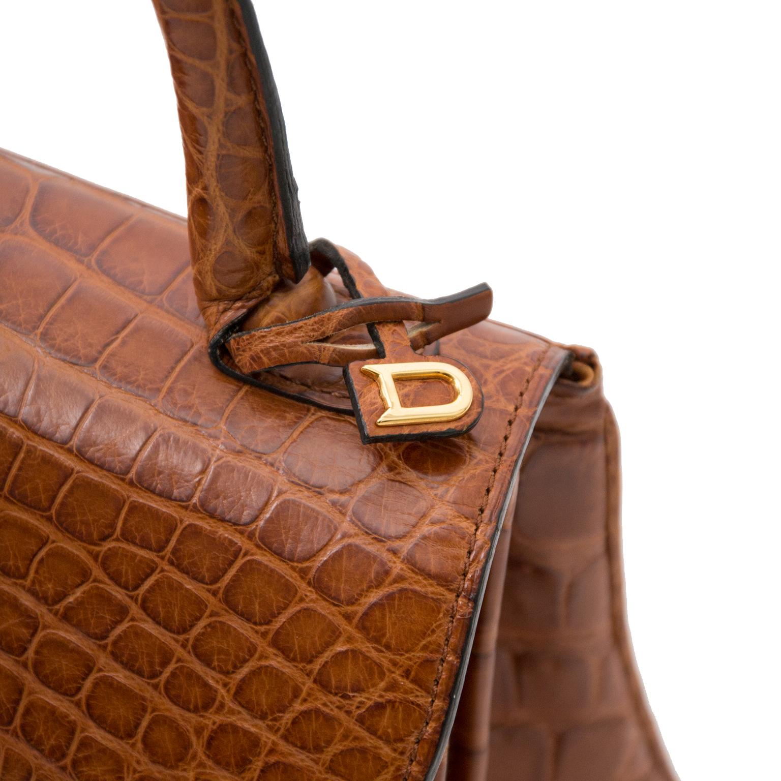 Op zoek naar een As New Delvaux Brillant Croco matte Miel PM? Koop veilig en gemakkelijk aan de beste prijs.