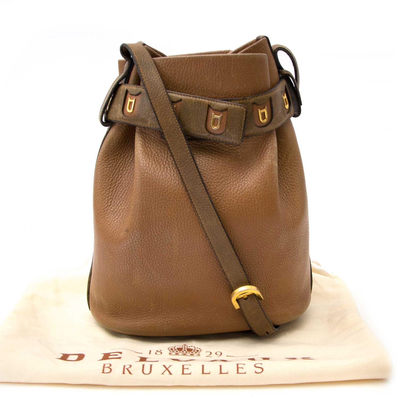 Buy a beautiful Delvaux handbag sur Labellov.com