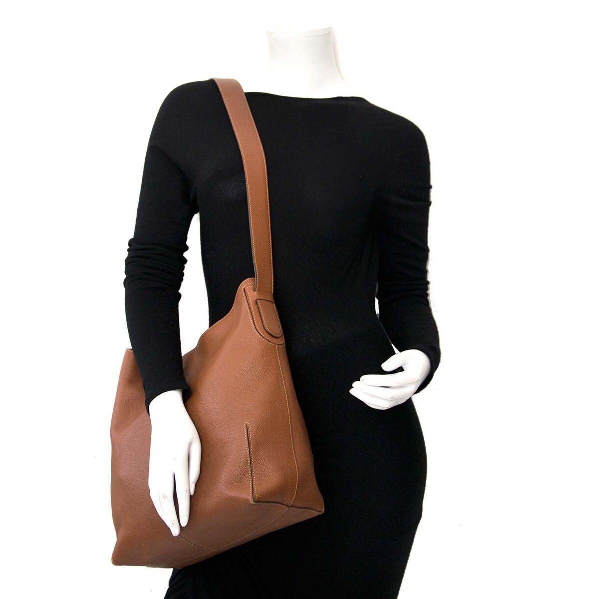 Koop authentieke tweedehands Delvaux bruine hobo handtas aan een eerlijke prijs bij LabelLOV. Veilig online shoppen.