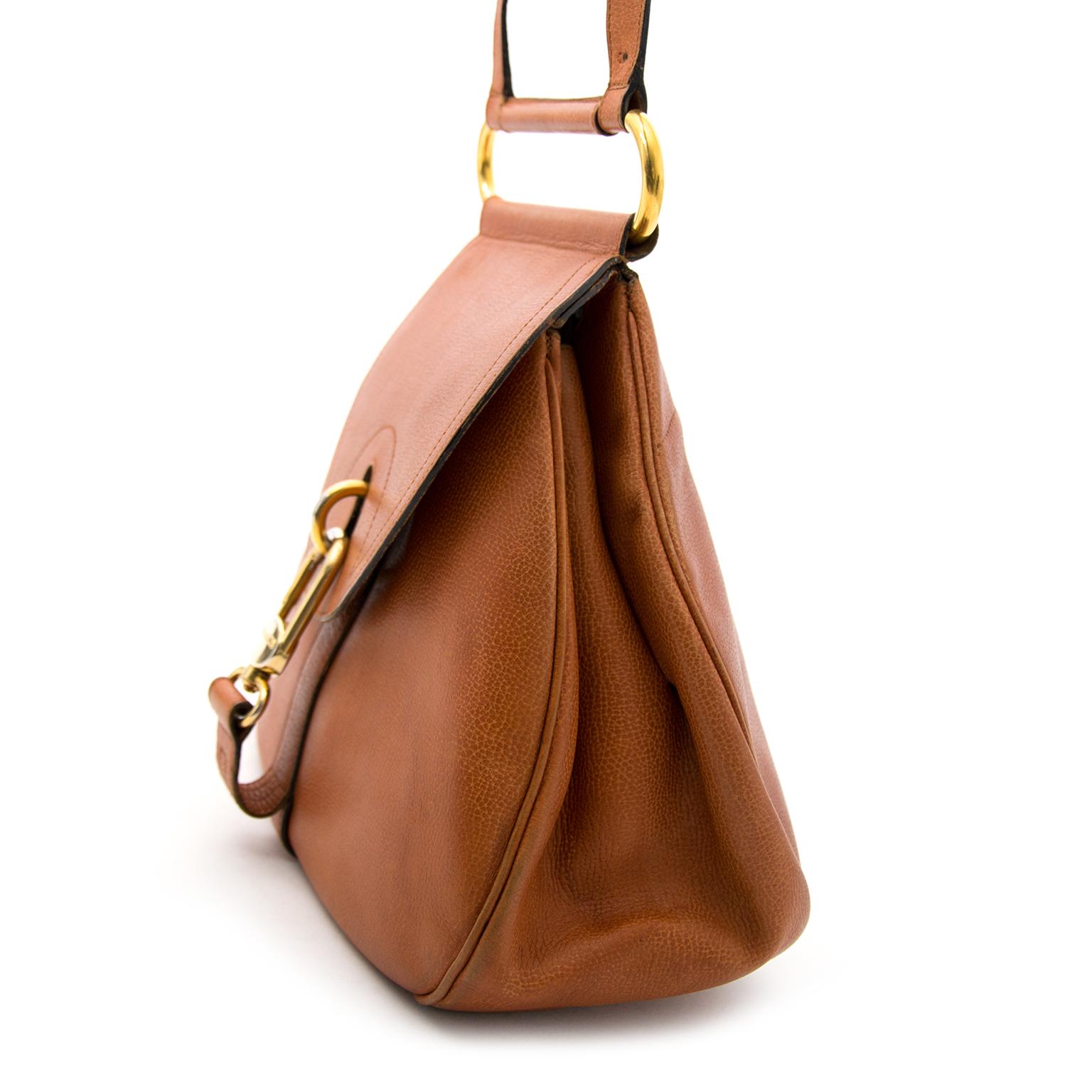 op zoek naar een delvaux handtas? Nu online delvaux cognace schoudertas bij labellov.com tegen de beste prijs