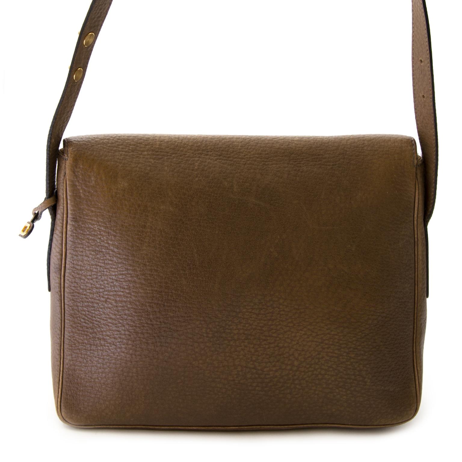 64818f592116 ... authentique Delvaux Taupe Leather Crossbody Bag en vendre chez labellov