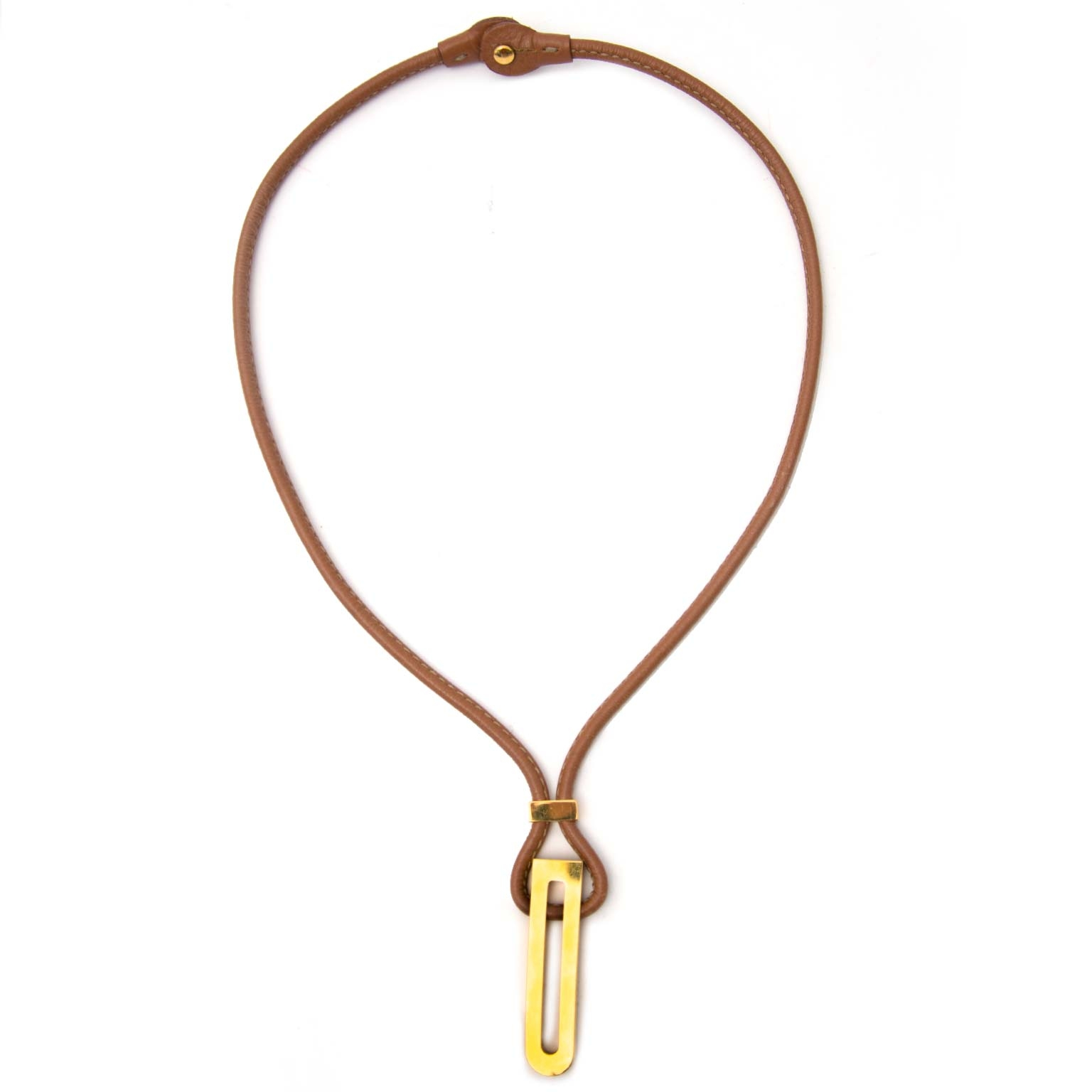 Delvaux Cognac Leather Necklace Gold Toned 'D' Charm Buy authentic designer Delvaux secondhand bags at Labellov at the best price. Safe and secure shopping. Koop tweedehands authentieke Delvaux tassen bij designer webwinkel labellov.