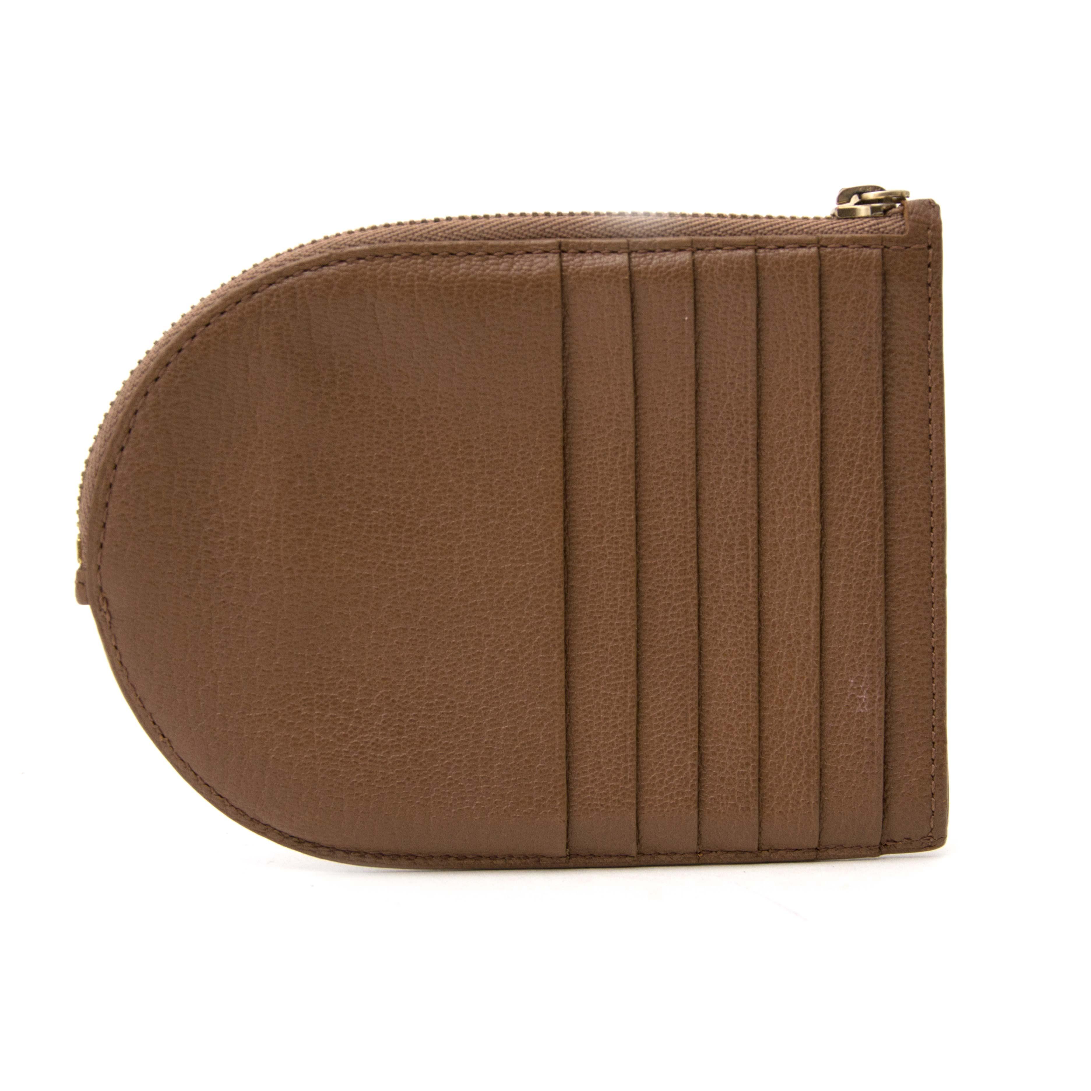koop nu veilig online tweedehands Delvaux Brown D Wallet op labellov.com