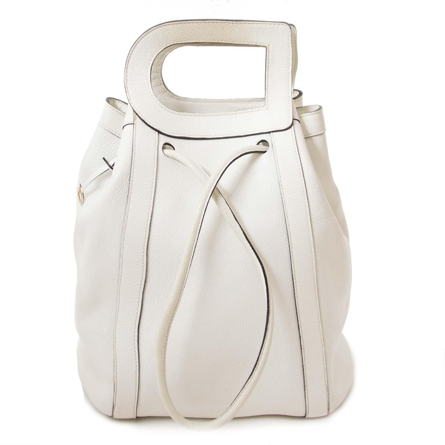 authentieke  Delvaux White Shoulderbag With 'D' Tophandle te koop bij labellov