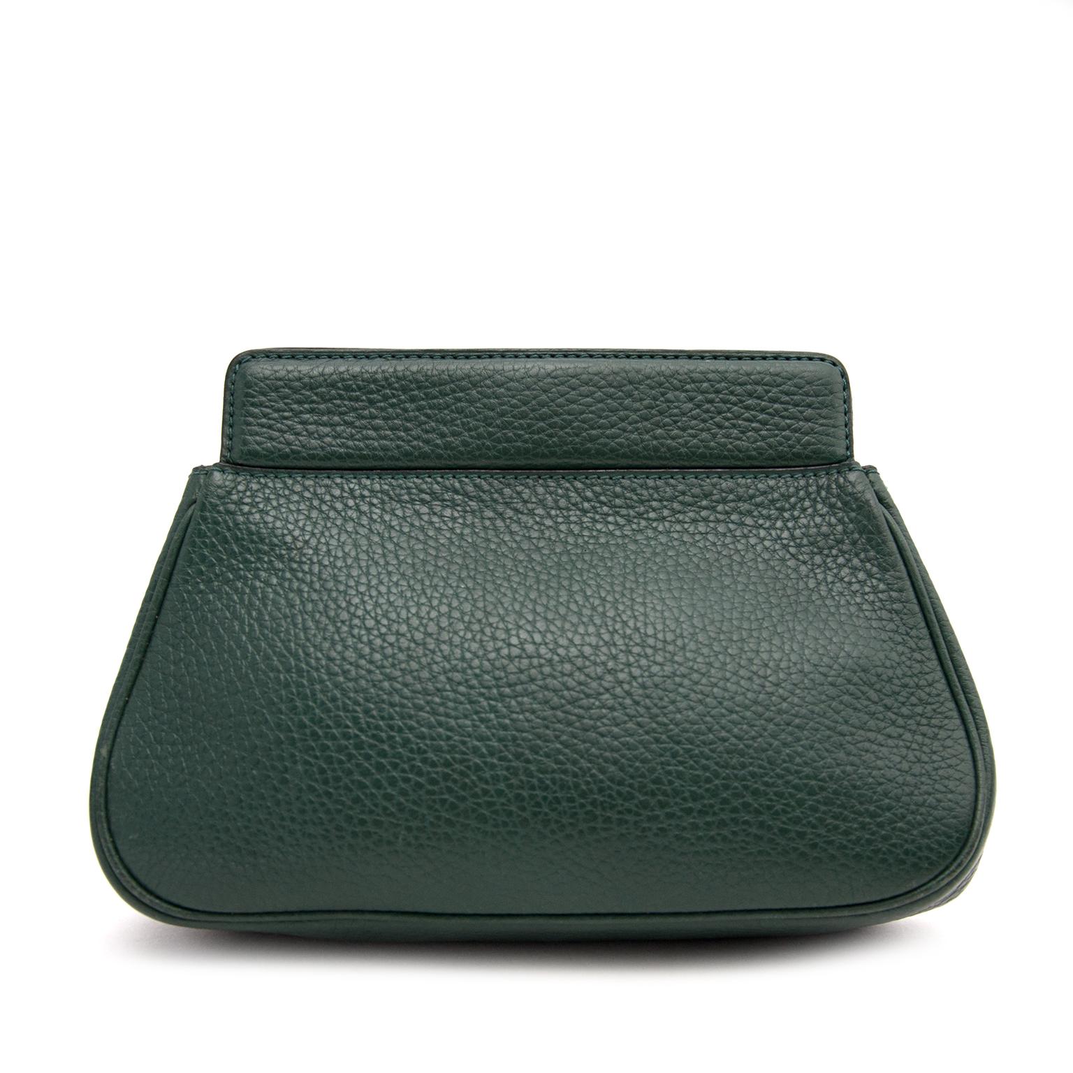 Acheter secur en ligne votre pochette en cuir vert pour le meilleur prix avec Labellov