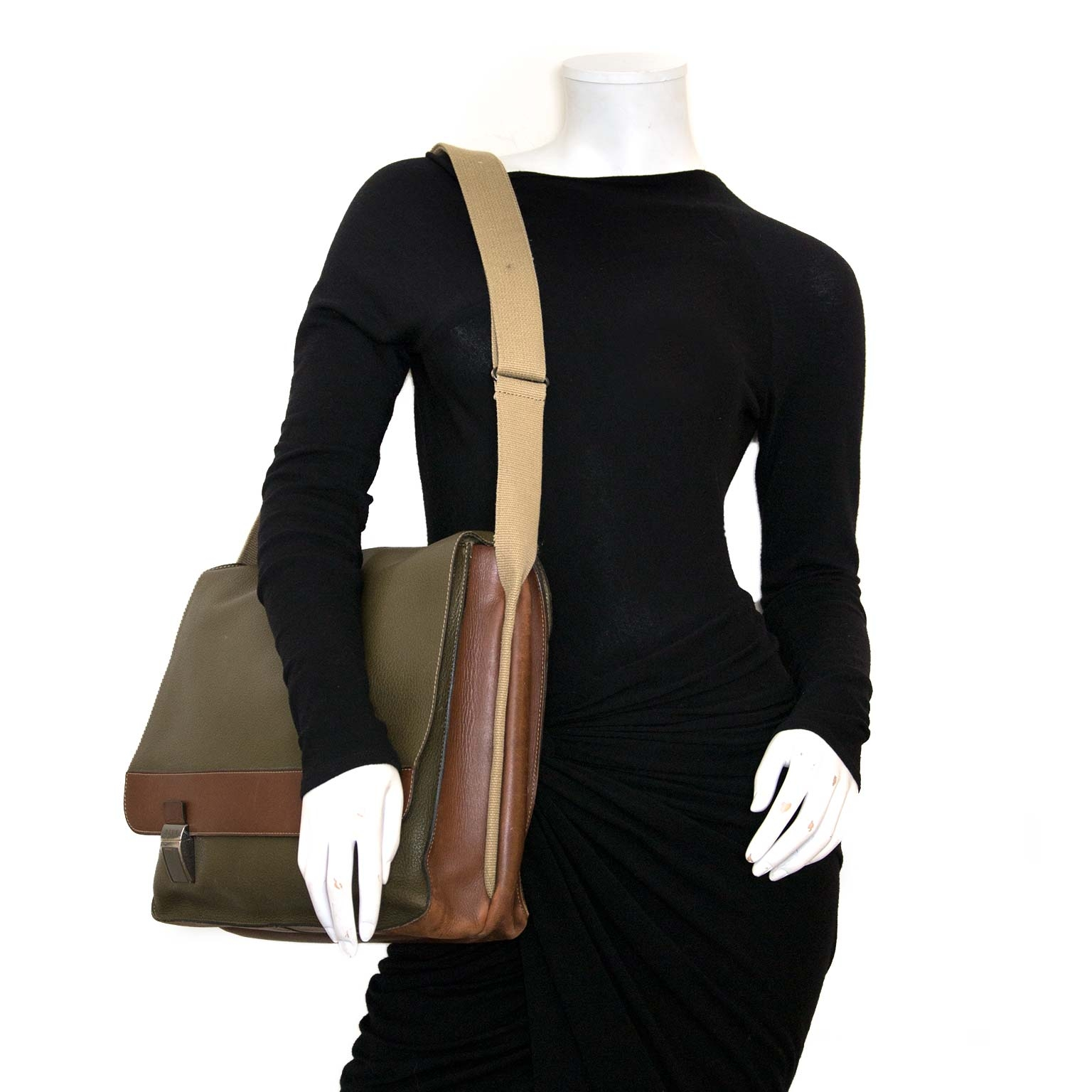 Buy authentic deux de delvaux messenger bags now online at labellov vintage fashion webshop