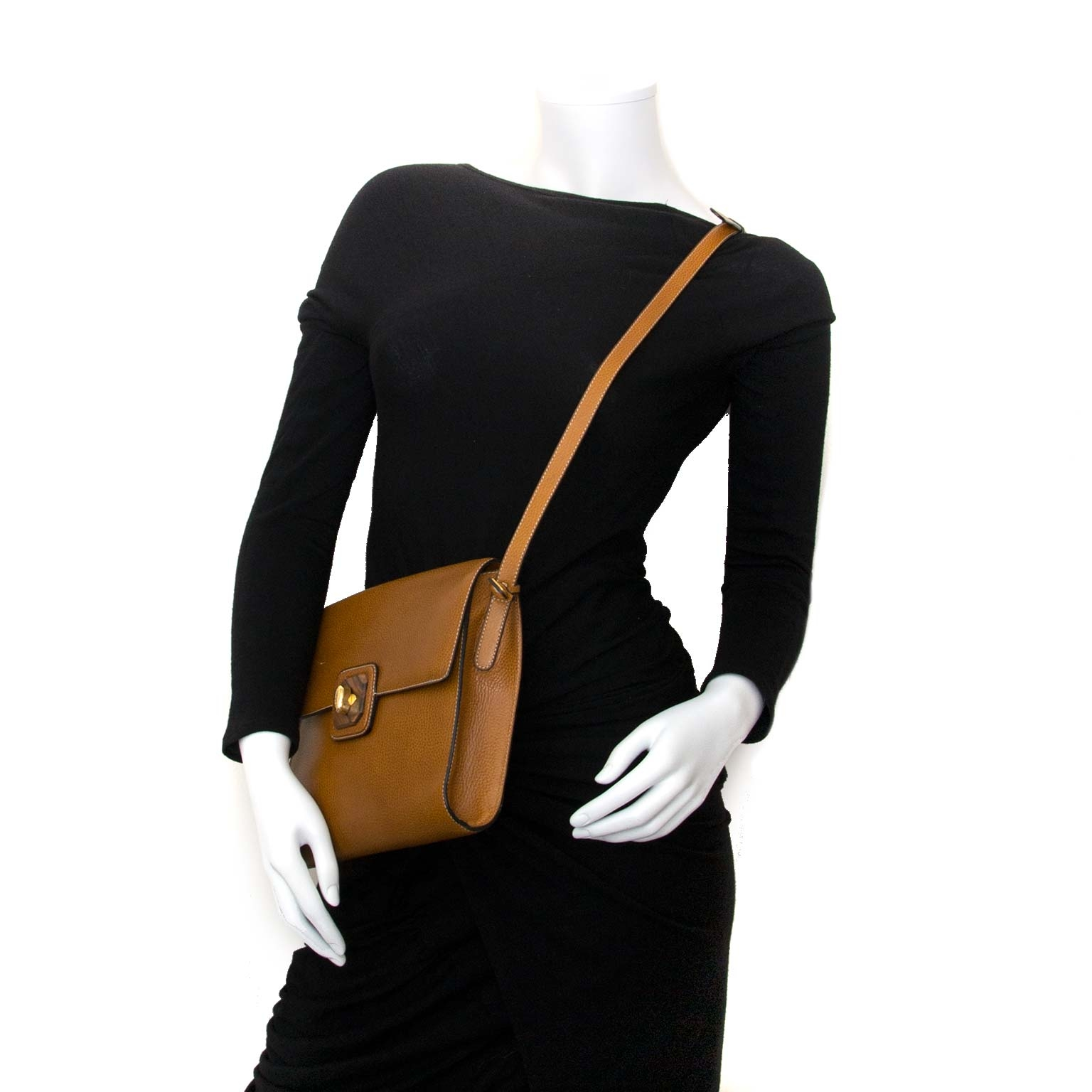 delvaux brown shoulder bag wooden turnlock now for sale at labellov vintage fashion webshop belgium