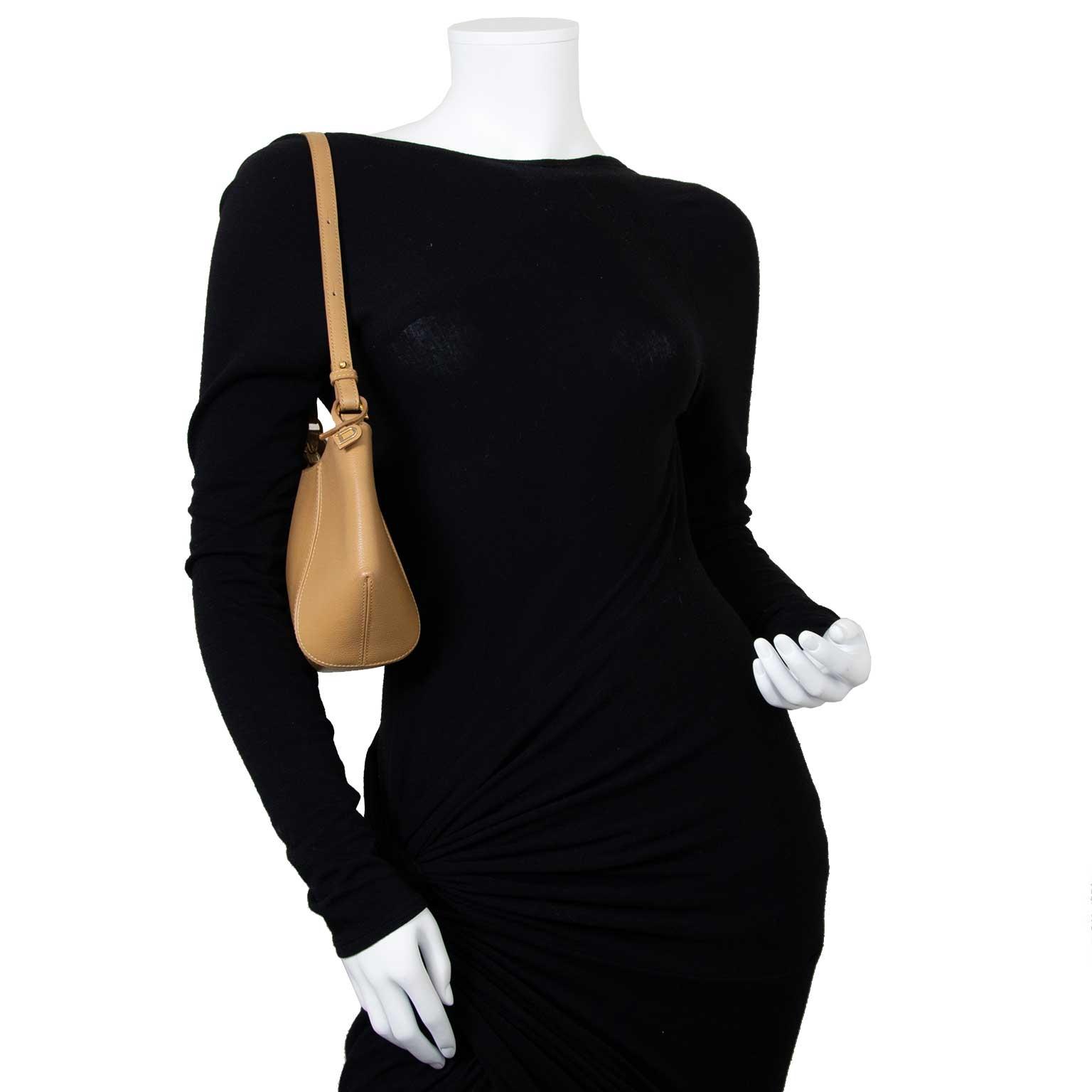 Koop en verkoop uw authentieke Delvaux Beige Desir Shoulder Bag