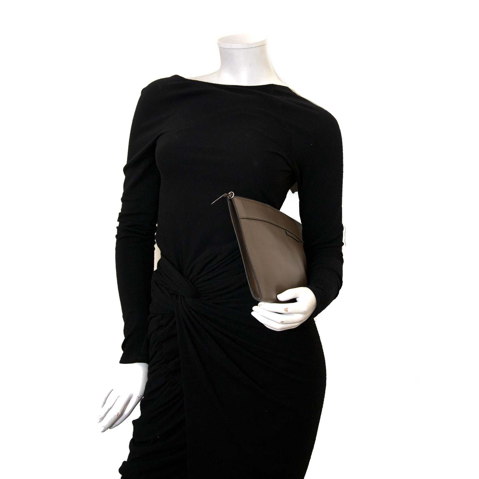 koop Delvaux Taupe Leather Clutch bij labellov antwerpen