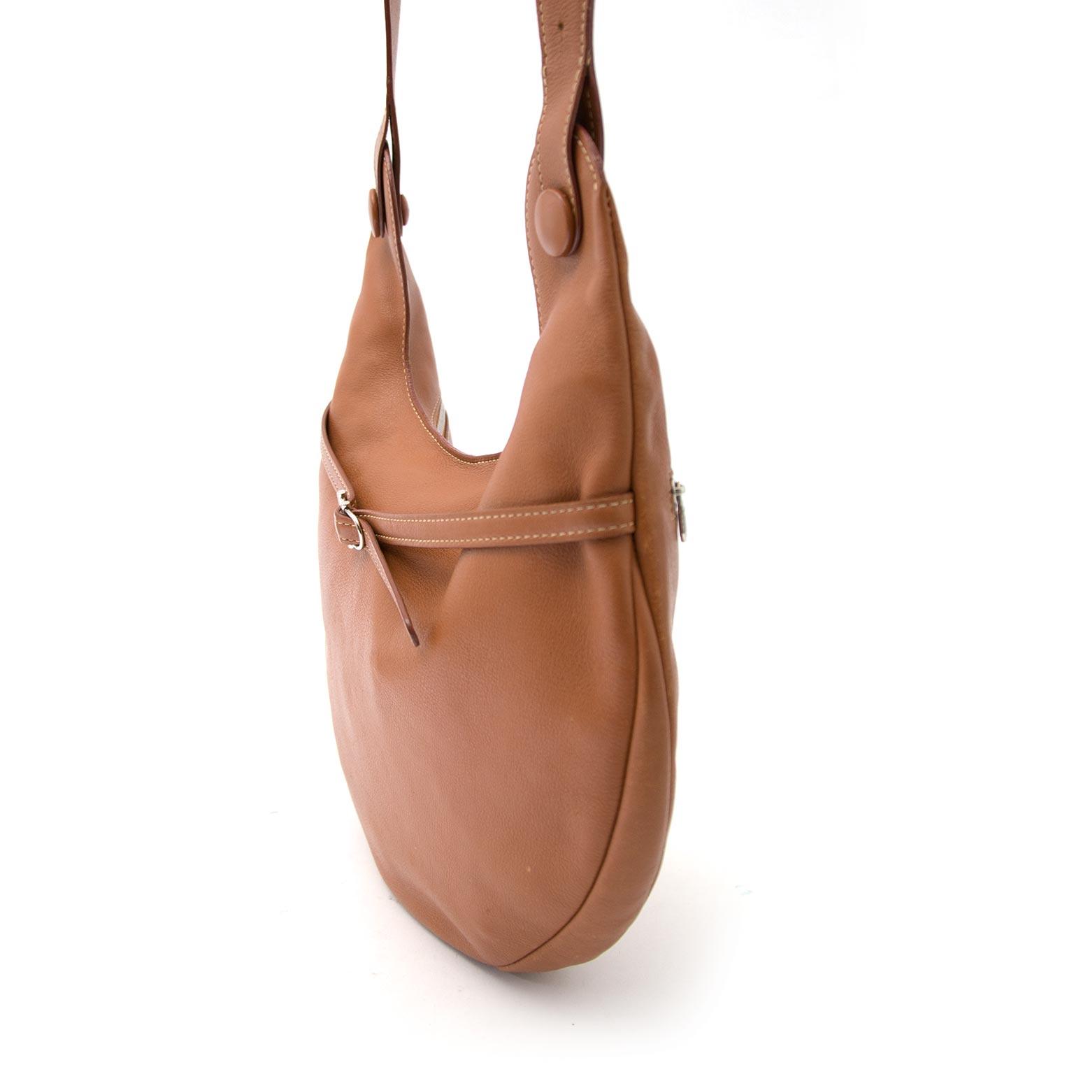Maintenant en ligne sur www.labellov.com un soconde-main vrai Delvaux Railway bag au meilleur prix.